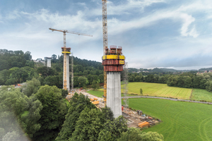 Die 7-Feldbrücke wird von sechs Pfeilern gestützt, die zum Teil eine Höhe von bis zu 66 m erreichen.<br />