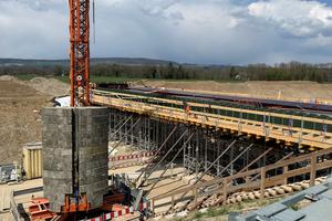 Schalung einer Stahlbeton-Brücke im Rahmen der Ortsumfahrung Oberlauchringen