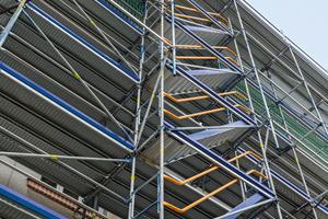 Der Gerüstknoten am Peri Up Fassadengerüst in Stielbauweise erlaubt geometrische Anpassungen mit Systembauteilen.