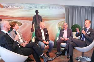 Moderator Søren Eiko Mielke in der Gesprächsrunde mit Dorian Kunert, Matthias Ressel, Jürgen Küspert und Marco Bokies (v.l.n.r.).