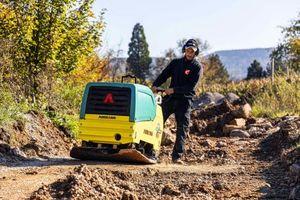 Die APH 85/95 ist prädestiniert für Einsätze im Infrastruktur-, Straßen-, Tief- und Galabau.<br />