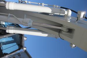 Beim Kiesel Tritec-System unterstützt ein dritter Hubzylinder die Standard-Hubzylinder und ermöglicht somit eine um bis zu 50% höhere Hubkraft