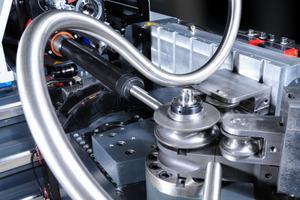 Mit den Rohrbiegemaschinen von Tracto-Technik können hochkomplexe Rohrfiguren innerhalb weniger Sekunden gefertigt werden<br />