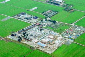 """1Das Erdgasdepot Nüttermoor hat eine Kapazität von 1,08 Mrd. m<sup>3</sup>. Das Gas lagert in ausgespülten Salzstockschichten. Der Betreiber EWE unterhält insgesamt drei Großspeicher für 55 000 km Versorgungsnetz<span class=""""bildunterschrift_hervorgehoben"""">Abbildungen: DEEP. Underground Engineering GmbH</span>"""