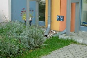 Die Versickerung auf dem Grundstück soll in einer bewachsenen Bodenmulde erfolgen. Die Muldentiefe beträgt maximal 30 cm<br />Fotos: BGL