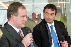 Fachlich kompetent moderiert wurde die Live-Vorführung des Dyckerhoff Flüssigbodens von Guido Graf (links) von der Bauunternehmung Graf und Horst Köhler (rechts) von der Dyckerhoff Beton GmbH & Co. KG