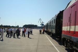 """<span class=""""bildunterschrift_hervorgehoben"""">Feierlichen Eröffnung des neuen Hafengleises:</span> ein Traditionszug der Berliner Eisenbahnfreunde erwartete seine Gäste zu einer Premierenfahrt<br /><br />"""