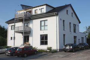 """Nachher: Das Gebäude nach der Sanierung im Juli 2012. – Mit dem """"Schöck Isokorb RQS"""" konnte die Balkonkonstruktion aus gestalterischer, statischer und bauphysikalischer Sicht optimal an den Bestand angebracht werden"""