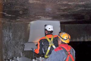 Kanalwärmetauscher Therm-Liner Typ B Fabrikat Uhrig werden als 1 m lange Elemente zur Montage durch einen Schacht in den Kanal gegeben