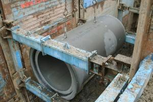 3 m lang und extrem belastbar: Die ultrahochfesten Stahlbetonrohre mit der Festigkeitsklasse C 80/95 werden in Nennweiten von DN 300 bis DN 2500 gefertigt