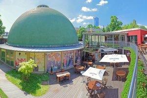 Das Zeiss-Planetarium Jena nach Fertigstellung der Sanierungsarbeiten an der historischen Kuppel.