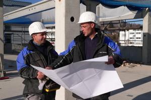 Das Berufsbild des Bauleiters setzt neben hohen technischen Kenntnissen auch Kompetenz in den Bereichen Controlling, Bauvertragsrecht und Angebotskalkulation voraus.