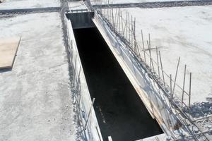 Der Einbau der neuen Additivblech-Elemente erfolgte von oben. Dazu musste die Bewehrung an den Abbruchflanken der Betonplatte mit Rückbiegezangen hochgebogen werden