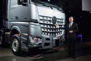 Mit Recht stolz auf den krönenden Abschluss der Euro-VI-Offensive bei Mercedes-LKW: Stefan Buchner, Leiter Mercedes-Benz Trucks