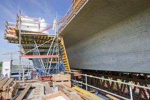 Die 3,31 m hohe Stegschalung ist auf einen Frischbetondruck von 40 kN/m² ausgelegt. Sie benötigt lediglich 4 Anker 20,0 pro Einheit