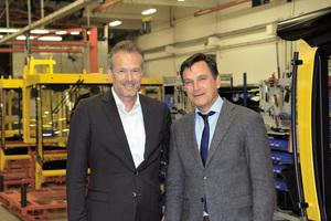 Nach 8 Jahren als Präsident der Bomag Gruppe übergibt Jörg Unger (rechts) seinen Verantwortungsbereich an Ralf Junker (links).  Abbildung: Bomag