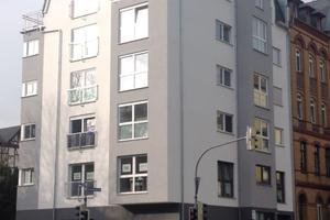 Funktionalität trifft Ästhetik: Eine optimale Ausnutzung der Grundstücksfläche verbunden mit modernen architektonischen Elementen.