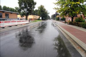 Aufgrund der dichten Bebauung im Abschnitt musste eine dezentrale Lösung für die Regenwasserbehandlung gefunden werden.