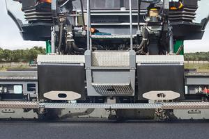 Der Super 1600-3i lässt sich mit den Vögele Ausziehbohlen AB 500 und AB 600 kombinieren