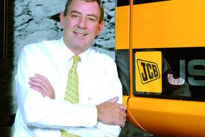 1John Patterson, der JCB in einer Periode unvergleichlichen Wachstums geführt hat, gibt die Leitung als Chief Executive Officer (CEO) ab