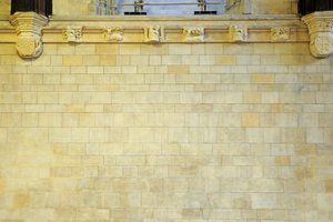 Rechts: Dank Arte Mundit erstrahlen die Wände der Westminster Hall in London heute in<br />ihrem ursprünglichen Farbton.