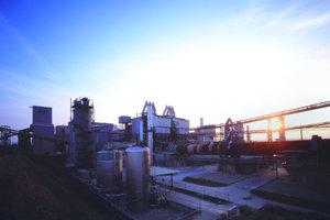 """Der neue Portlandkompositzement CEM II/A-M (S-LL) 52,5 R wurde im Lafarge-Werk Karsdorf entwickelt <span class=""""bildunterschrift_hervorgehoben"""">Foto: Lafarge Zement GmbH</span>"""