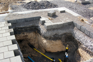 Speziell für den Stuttgarter Raum wurde ein Schichtenaufbau für Sickerpflaster entwickelt, der eine Versickerung von Regenwasser auch bei nur gering durchlässigen Böden ermöglicht.<br />