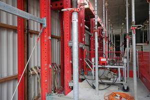 Der Hub der MGS Schutzeinheiten erfolgt hydraulisch.