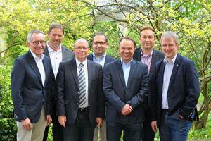 Die neue Führungsmannschaft: Peter Nüdling, Dr. Steffen Mothes, Reinhold Weber, Bernhard Pilz, Bernhard Klöppner, Frank Diegmüller sowie Thomas Zentgraf (v.l.n.r.)