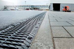 Stegguss-Abdeckungen mit sicherer 8-fach Verschraubung pro Meter und rutschhemmender Oberfläche