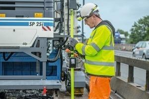 Gerade der Betoneinbau auf schmalen Straßen oder einzelnen Fahrstreifen ist eine ideale Aufgabe für den 2013 erstmal präsentierten Auto Pilot Field Rover