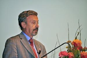 In Hessen wird die Dichtheitsprüfung künftig fest an den Vollzug der EKVO im kommunalen Raum gekoppelt Dr. Eberhard Port vom Hessischen Umweltministerium erläuterte die neue EigenkontrollVO<br />