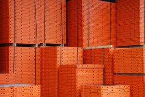 Seit dem Jahr 2009 ist die Paschal-Herstellerfarbe für alle Schalungselemente ein markantes Orange