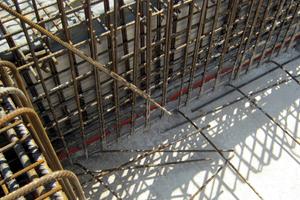 Bild 2: Dryset-Injektionsprofile im Boden-Wand-Anschlussbereich. Die Drytech-Elemente dienen der kapillaren Ausbereitung des Abdichtungsharzes Dryflex