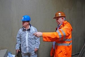 Bauleiter Dipl. Ing. Sascha Wehling (li.) und Hans-Georg Loos bei der Baubesprechung vor Ort<br />