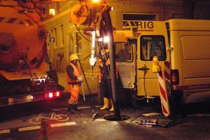 Montage der Wärmetauscherstrecke von 76 m Länge im Kanal während der Nacht, mit engem Zeitfenster wegen begrenzter Rückstaumöglichkeit des Abwassers