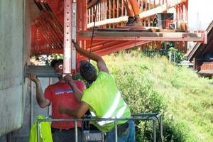 Die Einzelteile der Gesimskappenkonsole sind besonders leicht und lassen sich problemlos per Hand montieren; Brücke Rheintalautobahn bei Dornbirn<br />