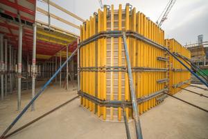 Auf der Hamburger CSSB-Baustelle sorgt ein Mix aus Standard- und Sonderschallösungen für Wirtschaftlichkeit und schnellen Baufortschritt. Das Resultat: Gelungene runde Ecken in Sichtbetonqualität.