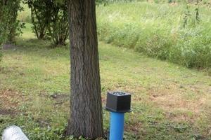 """Der neue HS-Baumbewässerungswinkel – er wird paarweise um den Wurzelbereich eingebaut – sorgt dafür, dass die Bäume ausreichend mit Wasser und Nährstoffen versorgt werden<br /><span class=""""bildunterschrift_hervorgehoben"""">Fotos: Funke Kunststoffe GmbH</span><br />"""
