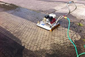Im Lieferumfang ist der Wasserschlauchadapter WSA-Gardena enthalten, der das Gardena Kupplungsstück mit der am Easyclean angebrachten Bajonettkupplung verbindet.