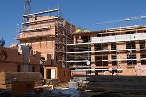 Eine aktuelle Studie der ARGE für zeitgemäßes Bauen (Kiel) untersuchte den bundesweiten Gebäudebestand. Ergebnis: Bei rund zehn Prozent aller Wohnbauten ist der Bestandsersatz wirtschaftlicher als eine Modernisierung.