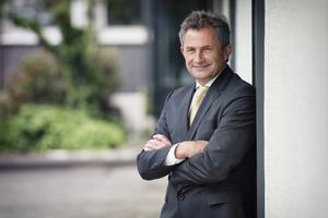 Die Mitgliederversammlung des Hauptverbandes der Deutschen Bauindustrie hat im Juni in Berlin Dipl.-Ing. Peter Hübner, Mitglied des Vorstands der STRABAG AG, Köln, zum Präsidenten des Hauptverbandes der Deutschen Bauindustrie gewählt.
