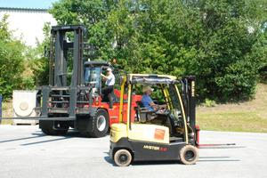 Test Drive Staplerfahren im ZF Werk II, Versuch