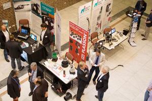 Eine Fachausstellung begleitet die Tagung.