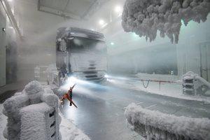 """Die Luftkanäle sind mit einer Reihe von """"Schneekanonen"""" ausgestattet, die ganz unterschiedliche Schneeverhältnisse erzeugen könnenMächtige Turbinen sorgen für mächtig viel Wind"""