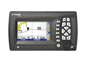 Die Trimble CB450 Kontrollbox lässt sich einfach bedienen, so dass der Baggerfahrer die erforderliche Aushubtiefe und Neigung schneller und ohne Nacharbeit erstellen kann