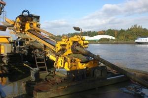 Für die Bohrung in Grobendonk, Belgien, und den anschließenden Einzug der Gussrohre wurde eine 1000 kN Bohranlage eingesetzt<br />