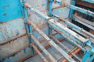 """Für Baugruben in solchen Ausmaßen, hier vor allem mit einer Tiefe von 10,5 m, ist der Tiefergehende Linearverbau eine sehr gute Lösung<span class=""""bildunterschrift_hervorgehoben"""">Foto: E+S</span><br />"""