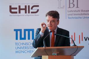 """NRW-Bauminister Michael Groschek würdigte die Leistungsstärke der deutschen Bauindustrie: """"Sie schaffen viele Arbeitsplätze, Sie bauen die Infrastruktur, auf&nbsp; die wir alle&nbsp; angewiesen sind, Sie schaffen Wohnraum – für all das möchte ich Ihnen danken"""".<br />"""