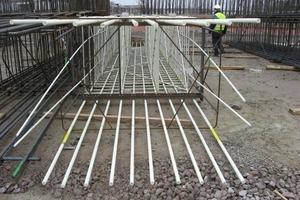 links: Liefkenshoekspoorverbinding: Die Sonderbewehrung Schöck ComBAR kommt bei den Schlitzwänden im Start- und Zielschacht zum Einsatz<br /><br />hier im Bild: In Antwerpen wurden beim Tunnelbau unter der Schelde GFK-Schlitzwände eingesetzt. Sie konnten problemlos von der Tunnelbohrmaschine durchfahren werden<br />